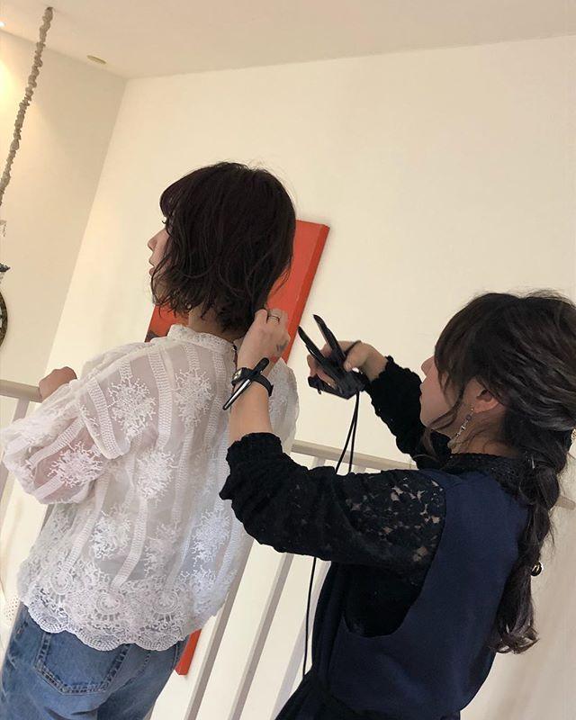 こんばんは!アニモ北越谷店アシスタントの金子です(^ω^)先日撮影会の見学に行ってきました!初めて参加させていただきまして普段とは違う先輩方の雰囲気圧倒されました、、、!見学に行けてよかったです #美容師 #求人 #美容師求人 #美容室求人 #美容師募集 #スタッフ募集 #美容室 #美容専門学校 #美容師国家試験 #スタイリスト募集 #アシスタント募集 #ネイリスト募集 #美容好き #美容学生 #ママさん美容師 #武蔵野線 #アーバンパークライン #東武線 #美容師中途 #越谷美容室 #リクルート #日曜日 #日曜定休 #美容室日曜日休み#エルジューダ#N.#ナシードーカラー#ナプラ#ヘアアレンジ#似合わせ